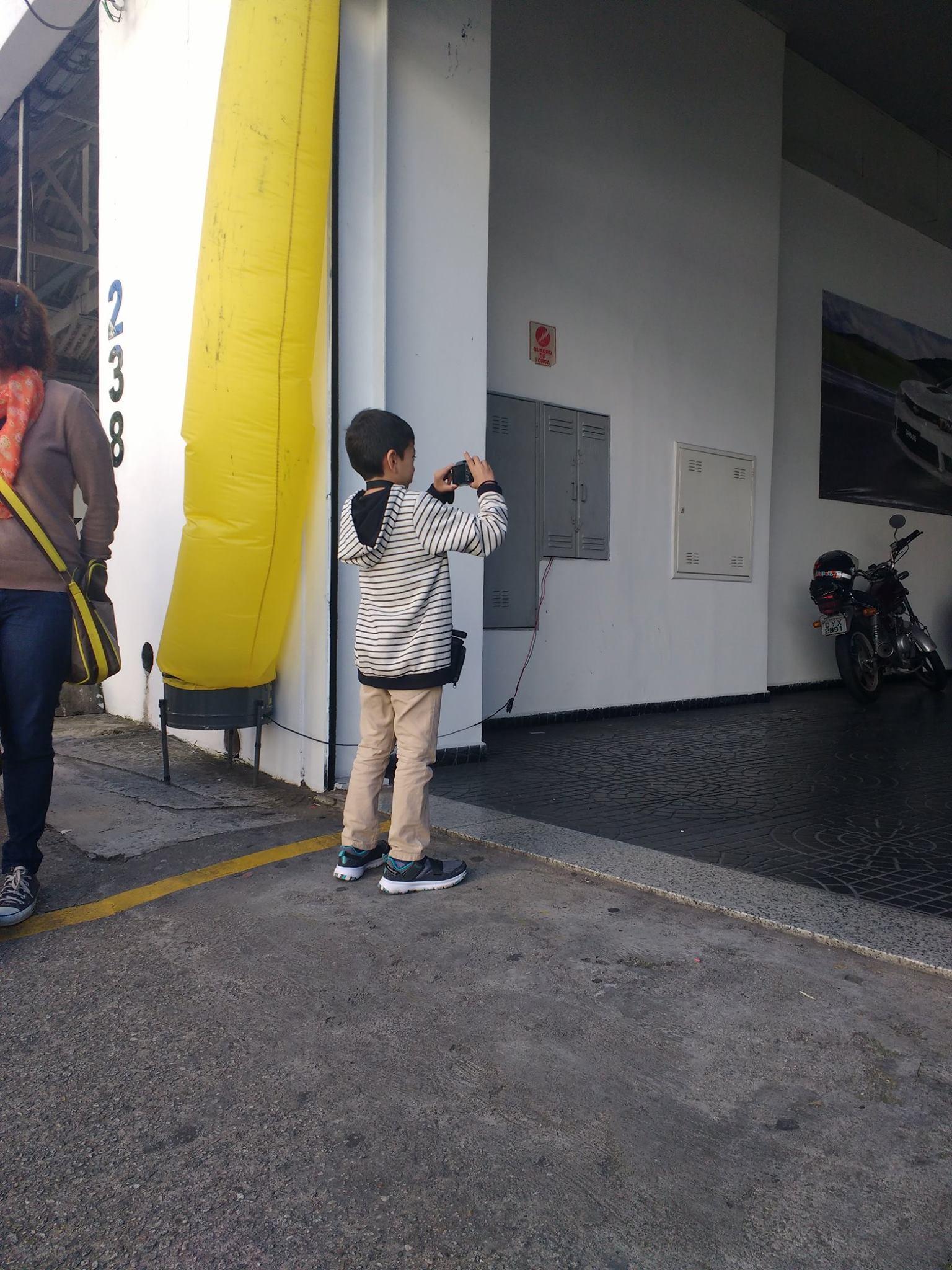 Tubo inflável amarelo