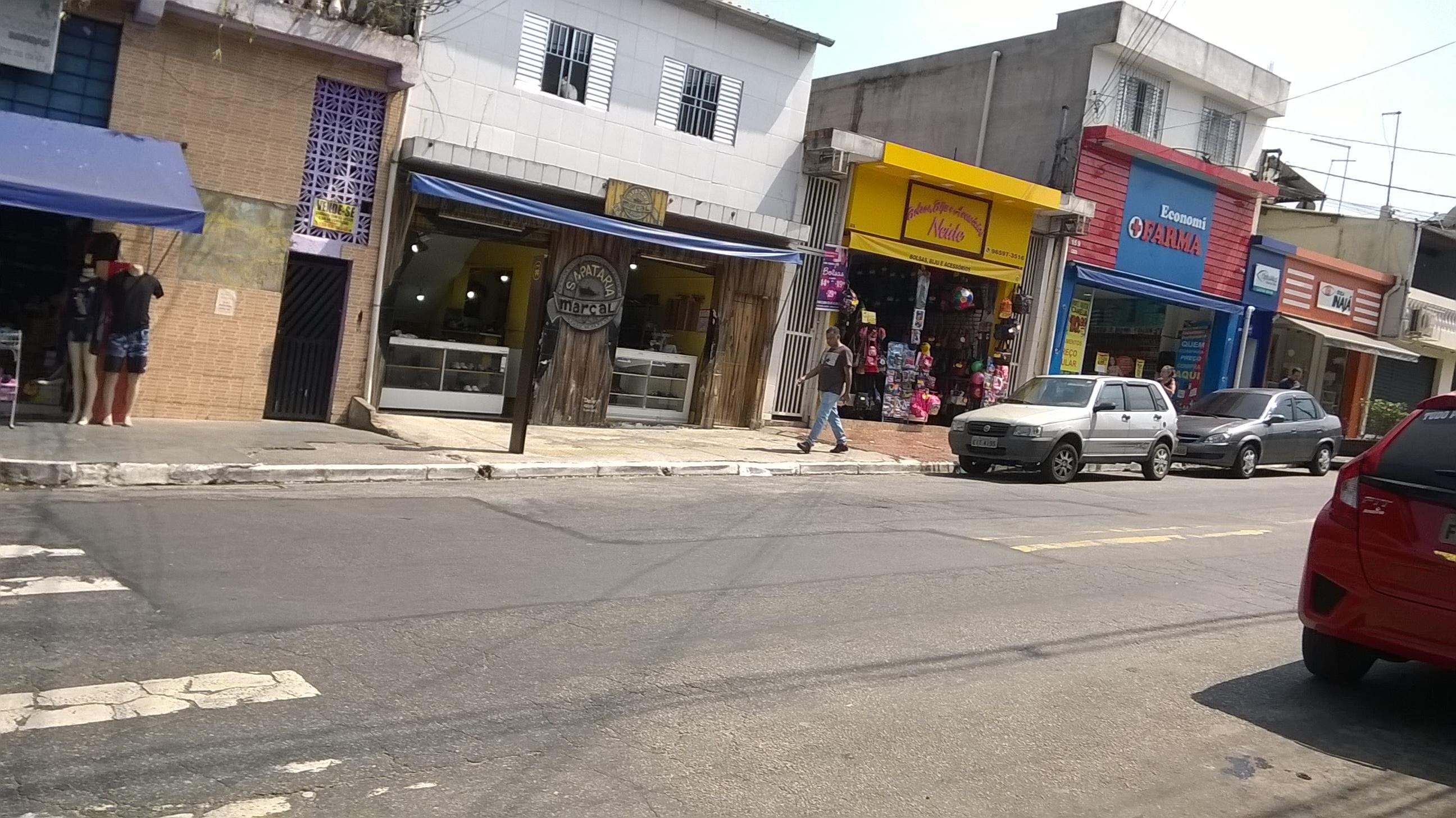 Todos gostam: Lojas na rua da escola