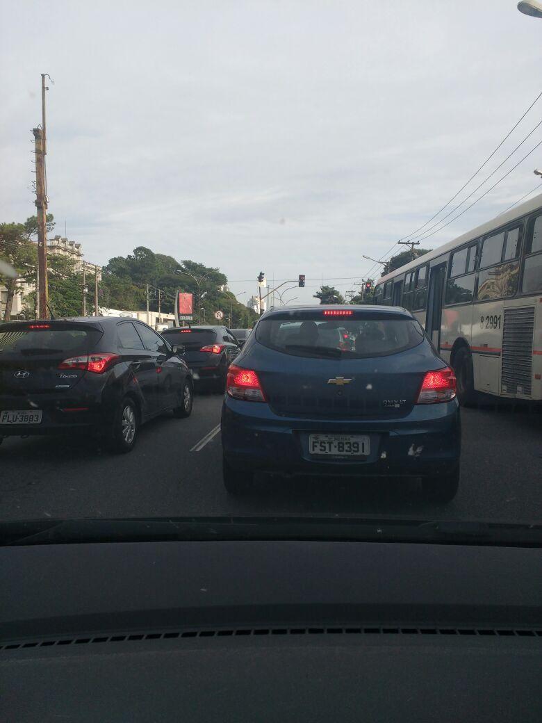 Trânsito e ficar andando de carro